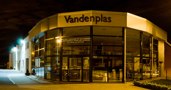 Garage Vandenplas by night